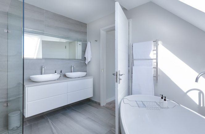 modern-bathroom-with-skylight